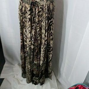 Animal and floral print. Skirt